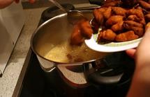 13.蜂蜜を鍋で温める
